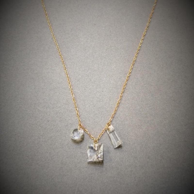 ゴシュナイト(透明なベリル)3石 18KYGゴールドネックレス