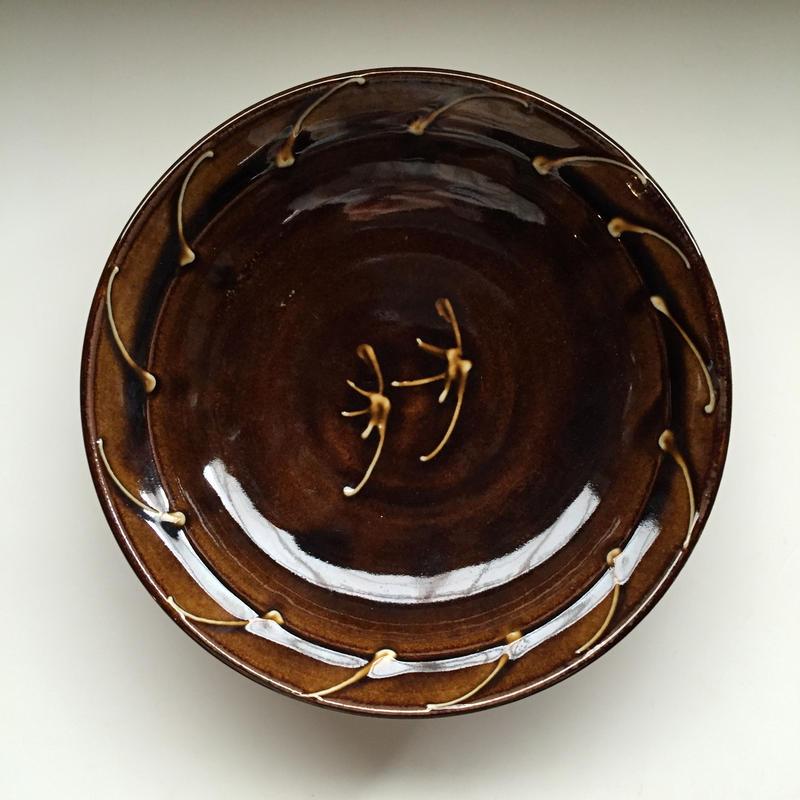 飴色の大きな鉢