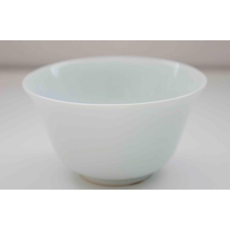 有田焼の白磁の湯飲み茶碗