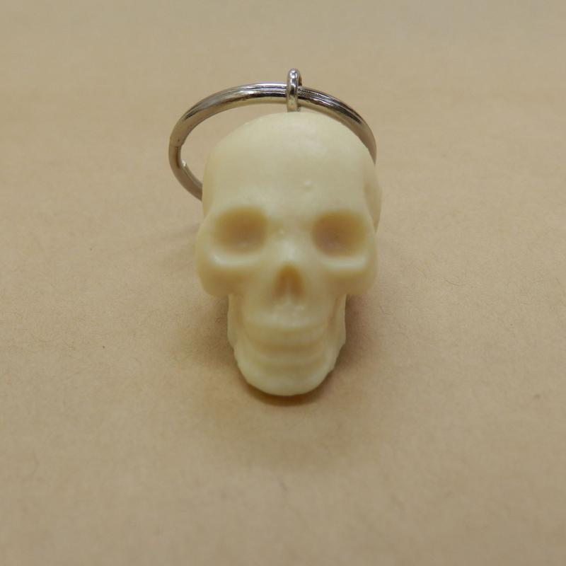 skull. 頭蓋骨模型のキーホルダー