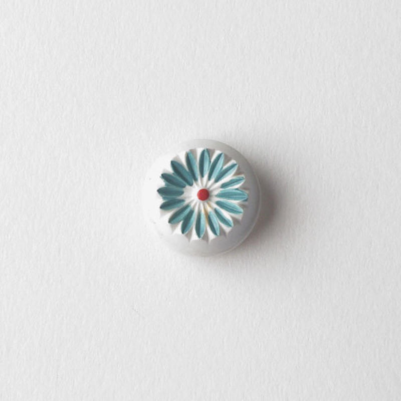 VINTAGE BLUE & WHITE FLOWER BUTTON