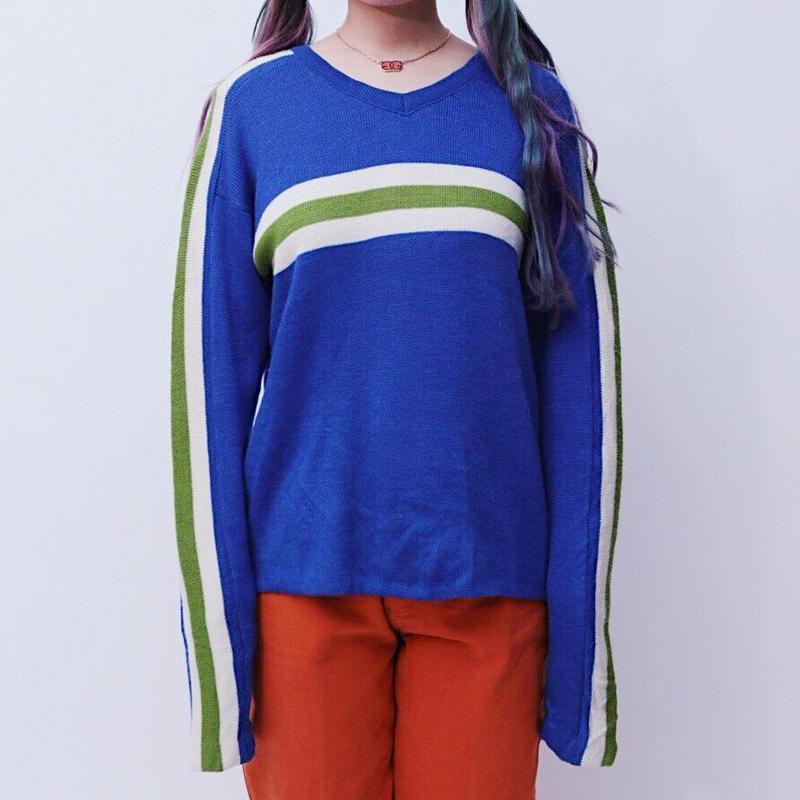 blue line design knit