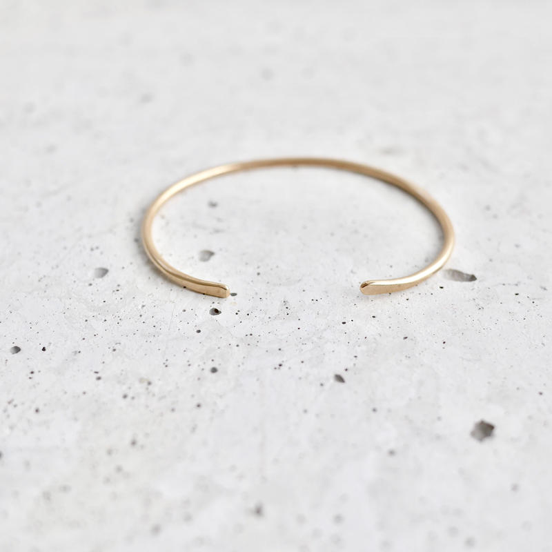 Gold thin bangle