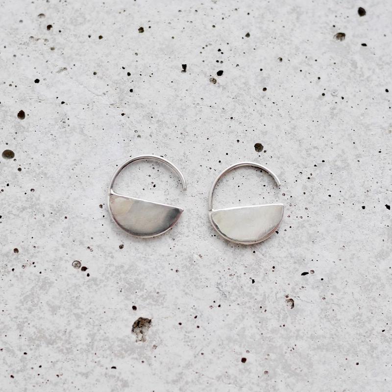 Harf round earrings