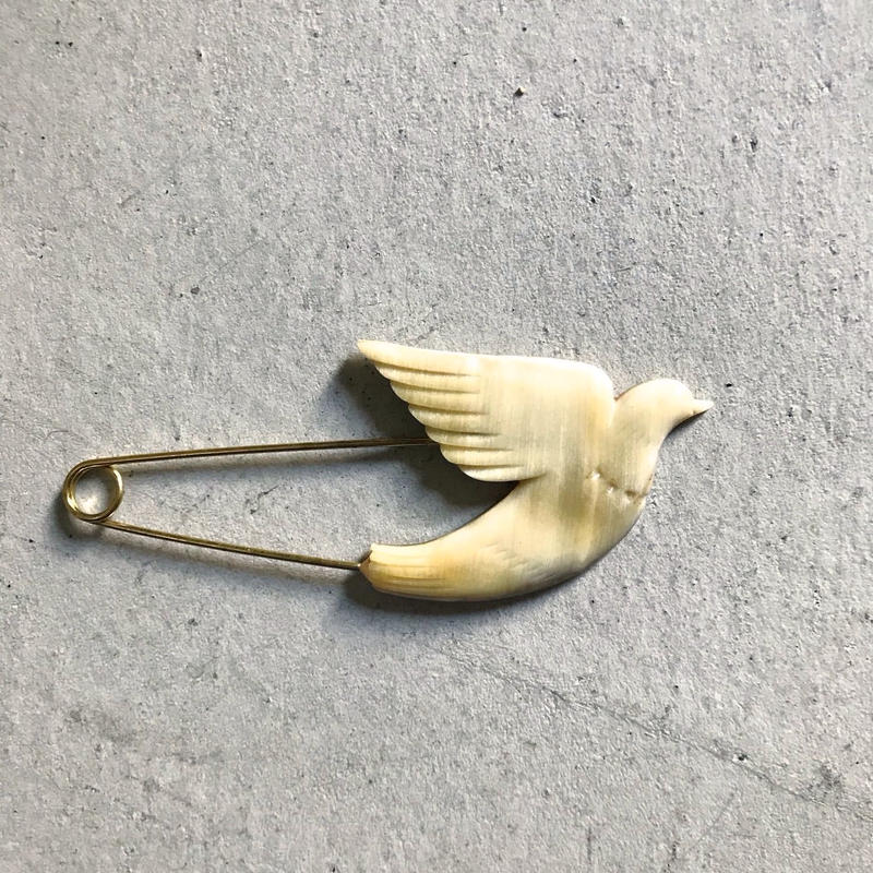 N-163  BUFFALO HORN  BROOCH PIN BIRD