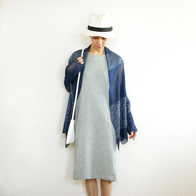 ◆即納◆Aquila[アクイラ] 部分ラメ・袖付きストール / ナイト・ブルー