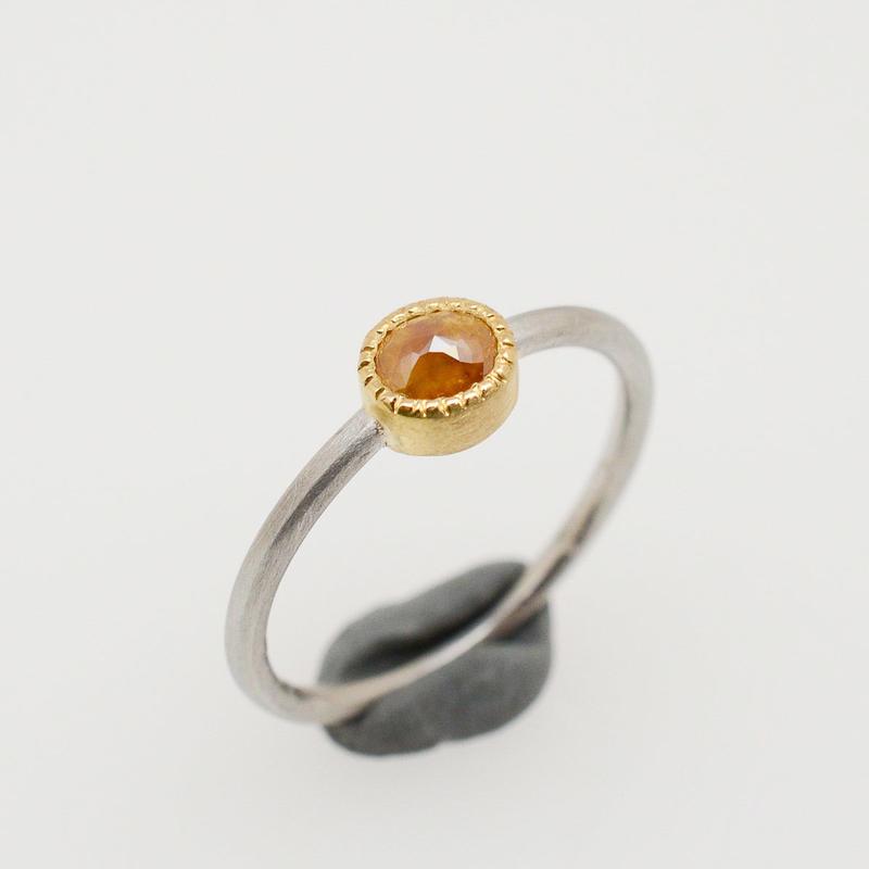 ナチュラルハニーカラーダイヤモンドのPt900-K22リング