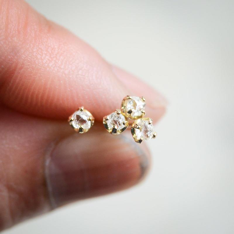 ラフダイヤモンド(ダイヤモンド原石)径約2.5mm -K18YGのプチピアス
