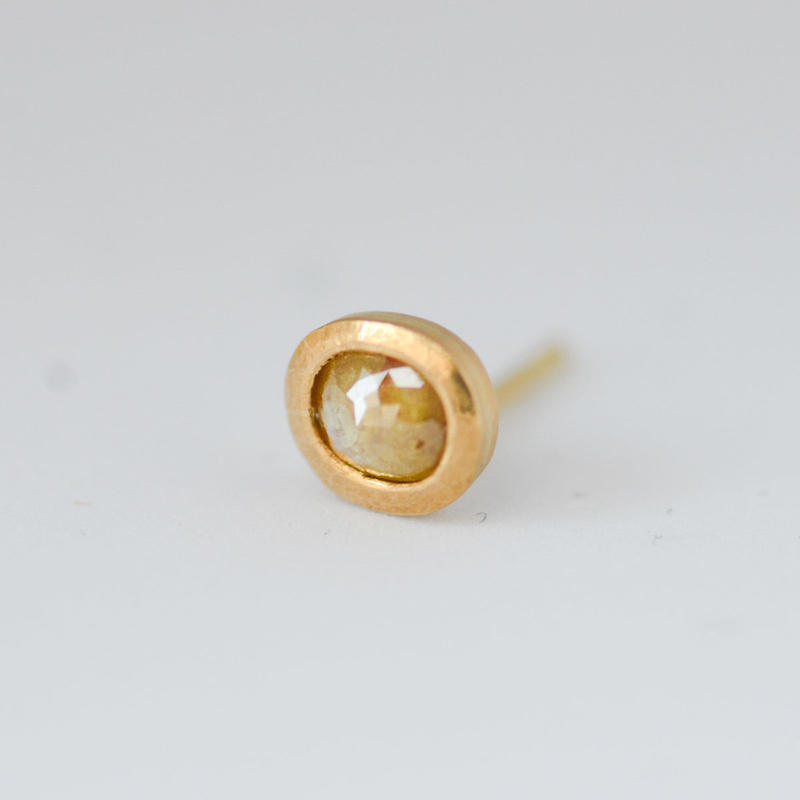 ナチュラル・イエロー・ダイヤモンド 0.33ct / K22YGシングルピアス
