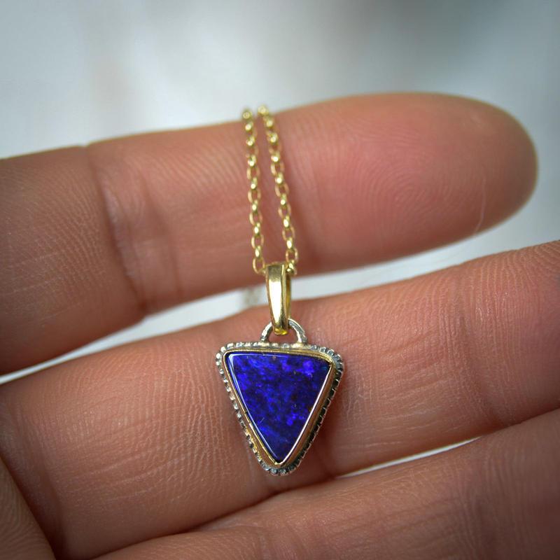 オーストラリア・オパール(ボルダー・オパール)のペンダント 青の三角