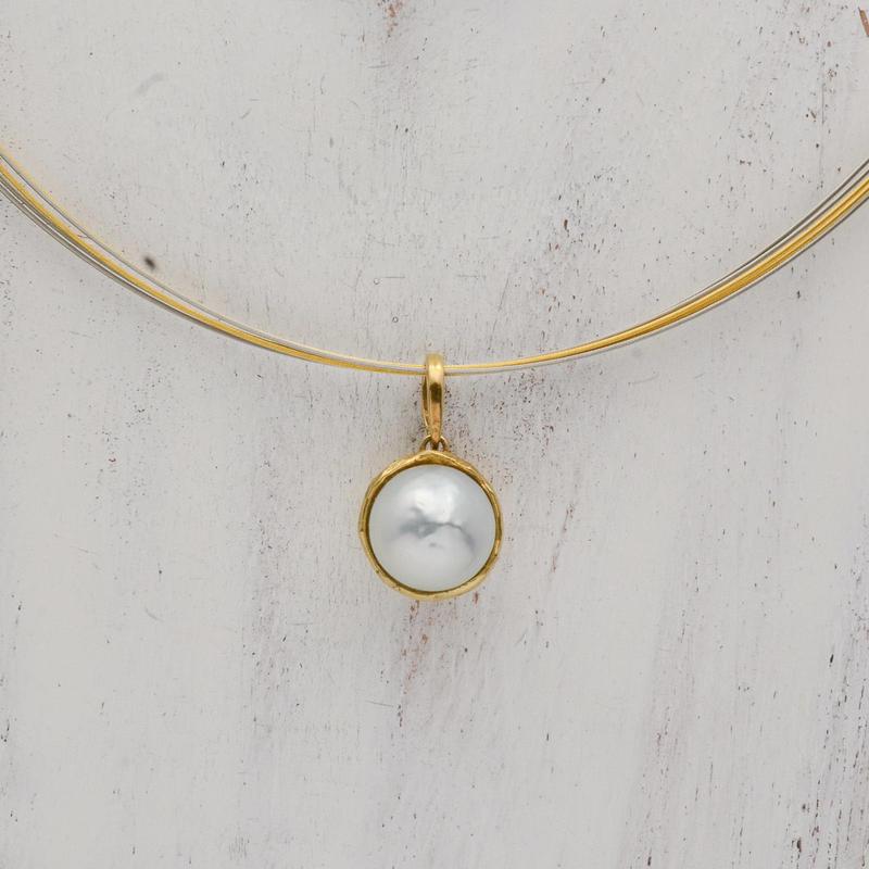 南洋真珠をゴールドで包んだペンダントトップ