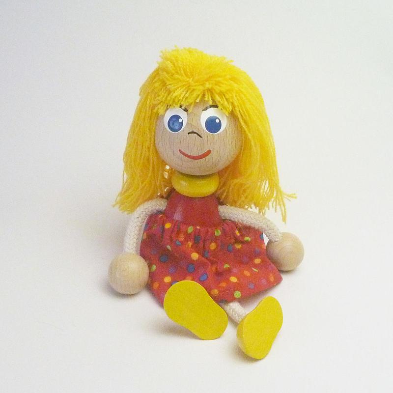 チェコの木製おすわり人形  ガールwithスカート