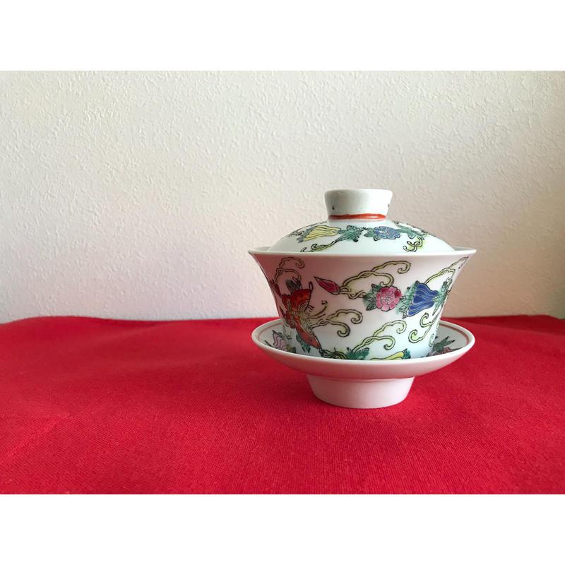 【香港☆中国景徳鎮】手書き1970年代 華やかな蓋碗・茶杯  /  瓜・蝶 柔らかな色合いです