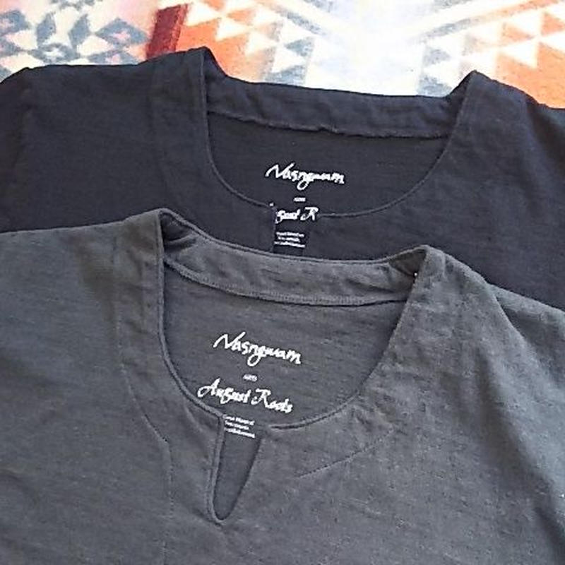 Nasngwam. ×August Roots 『BURKINA TEE(black&old black)』