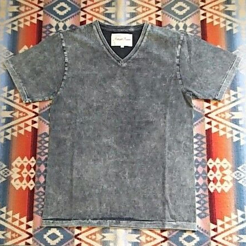 【SALE】 August Roots 『Classic V-neck Tee (Chemical Black)』