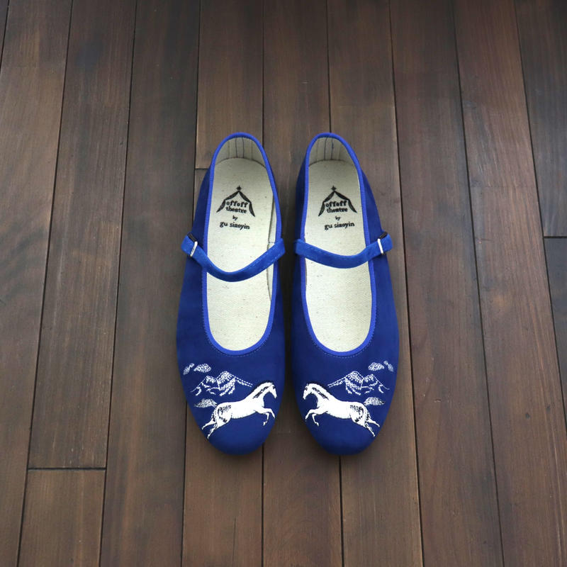 offoff theatre by gu siaoyin グ・シャオイン | 刺繍靴 | horse × mountain