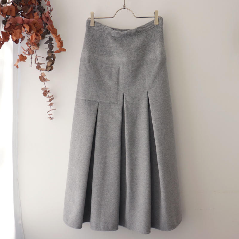 TENNE HANDCRAFTED MODERN テン ハンドクラフテッド モダン | WEAVE AND KNIT TUCK LONG SKIRT | ライトグレー