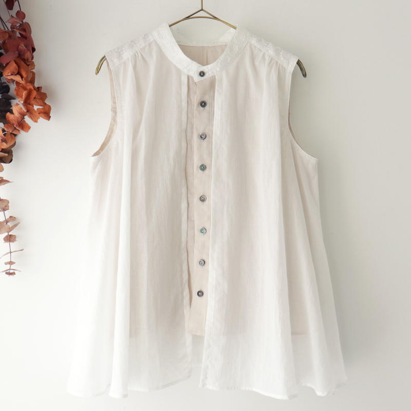 the last flower of the afternoon  | 零れた光 embroidery sleeveless layered blouse | ホワイト