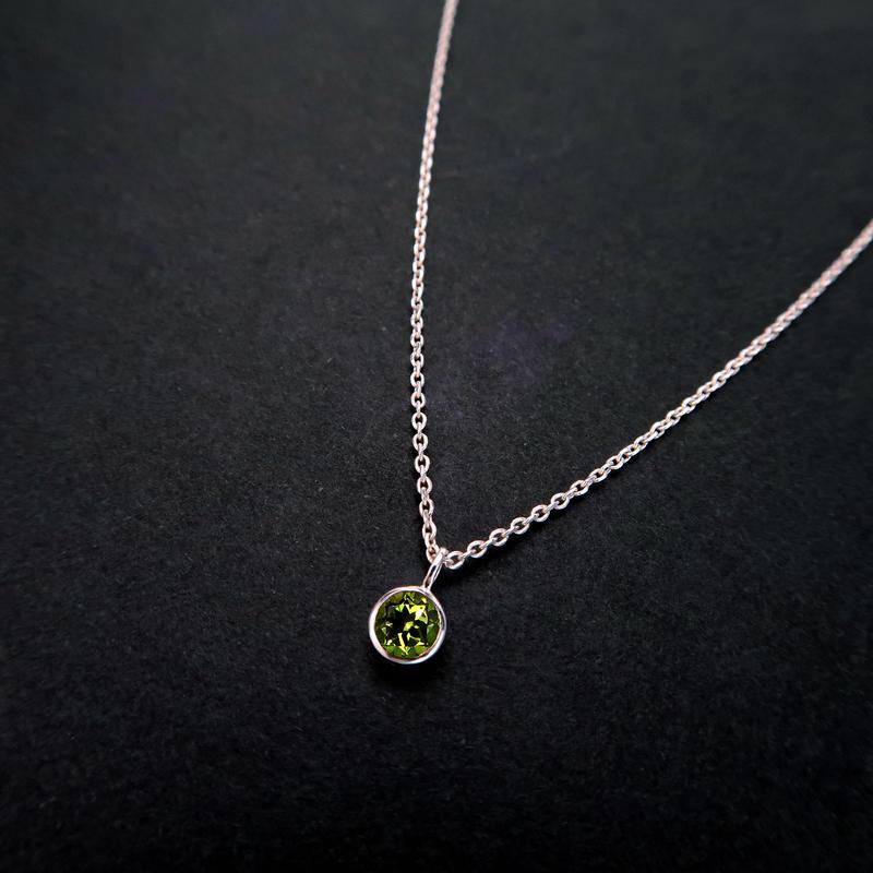 8月誕生石 ペリドットの一粒ネックレス