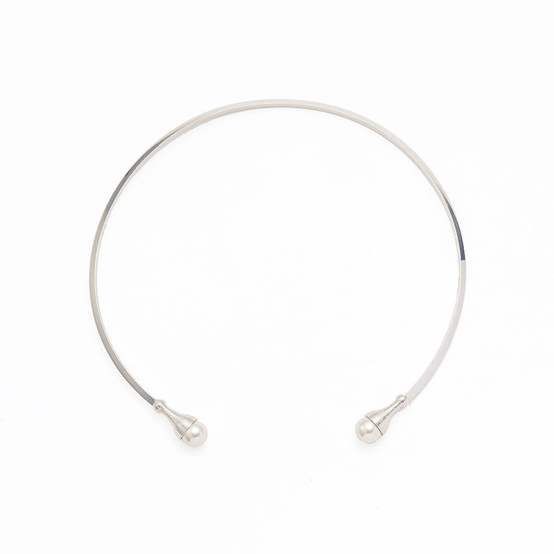 Screw pearl choker