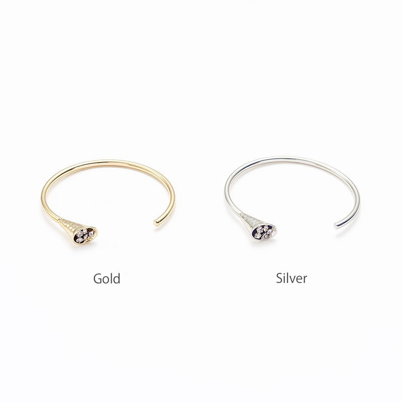 Horn bloom bangle