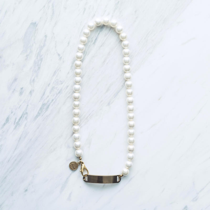 Dog tag pearl necklace (10mm)