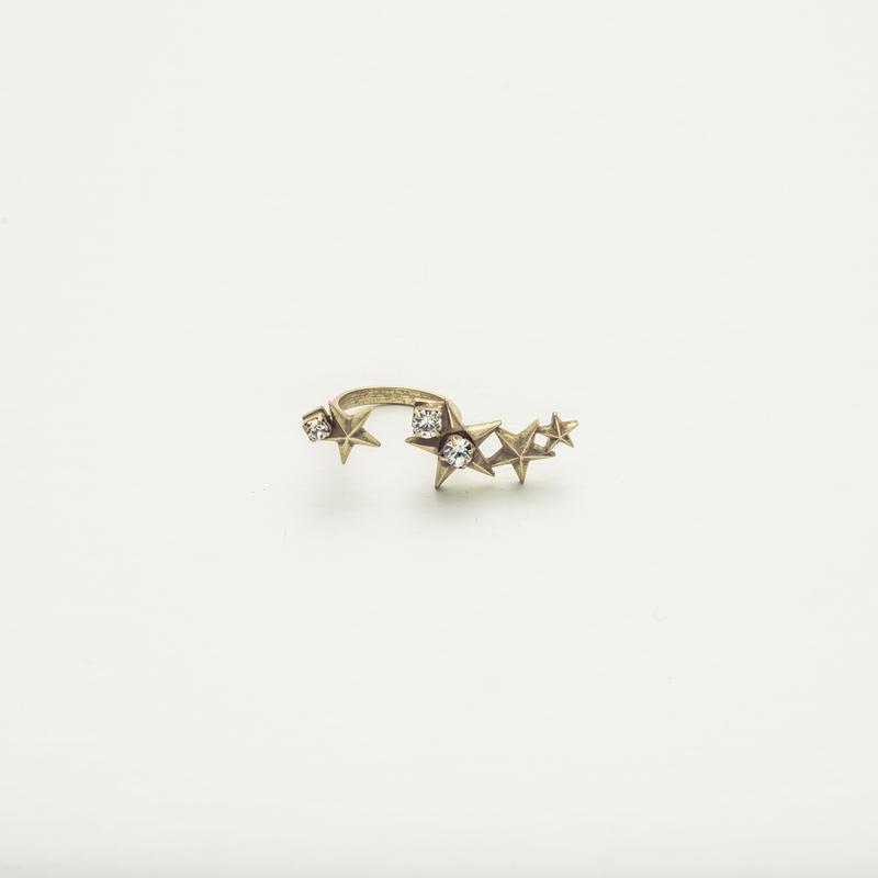 Star motif fork ring