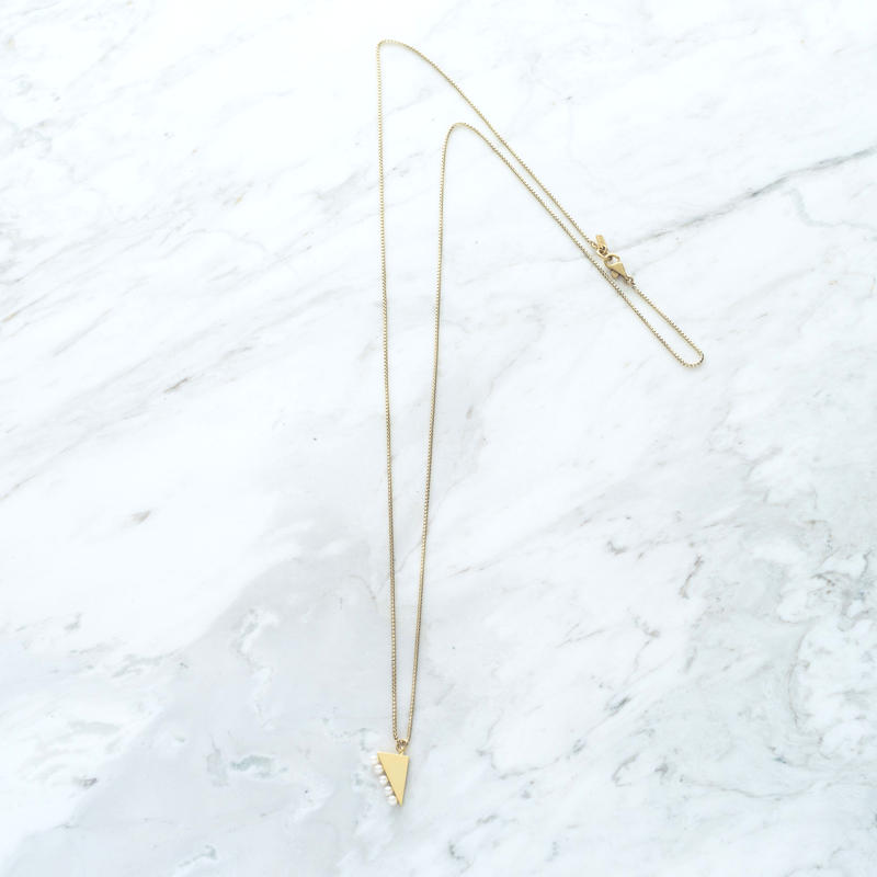 Graphic long necklace (Pearl)
