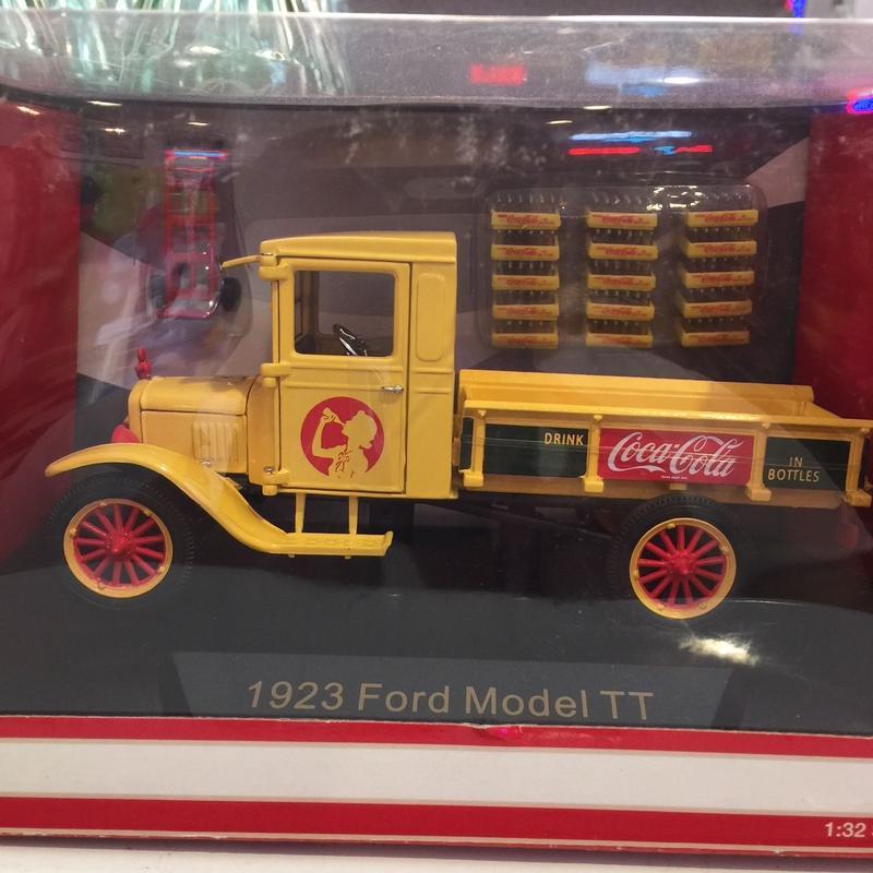 コカ・コーラ ミニカー 1923 Ford Model TT Pickup 1/32