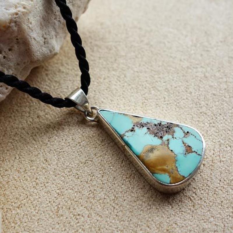 turg010  ★1点もののイラン産天然アンティークトルコ石シルバーネックレス