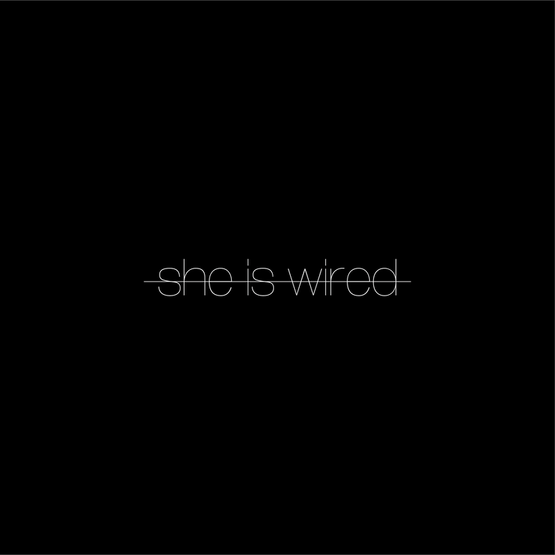 """somunia """"she is wired"""" T-Shirt (Black)"""