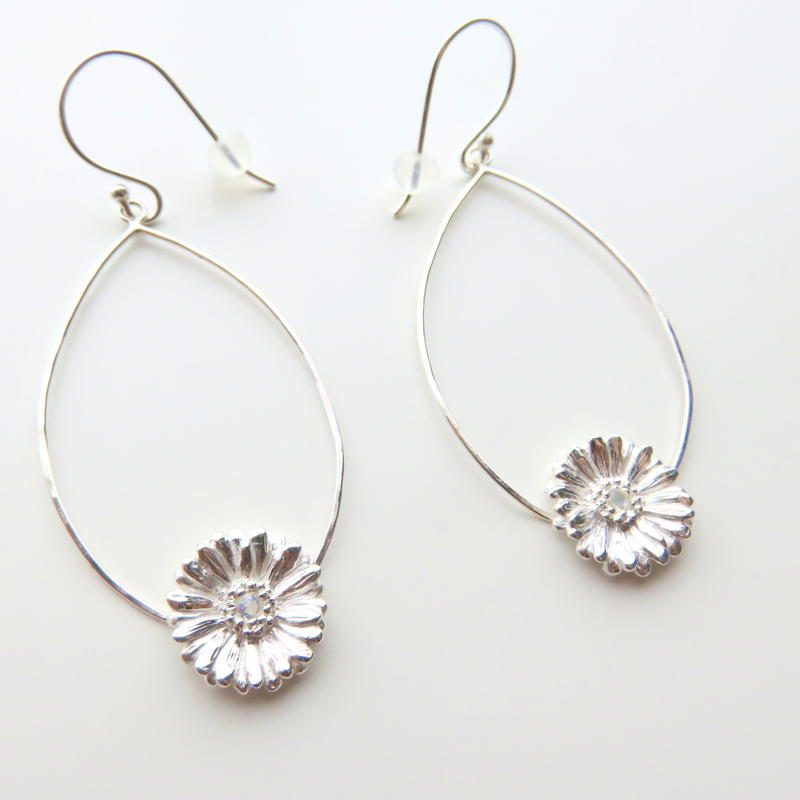 ガーベラピアス、 ガーベラフープピアス、Gerbera dangle earrings, Flower earrings, African Daisy, sterling silver
