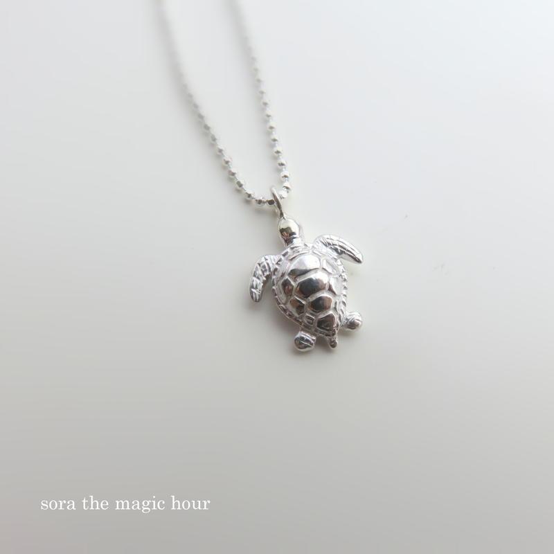 アオウミガメ ネックレスgreen turtle【ロジウムコーティング】