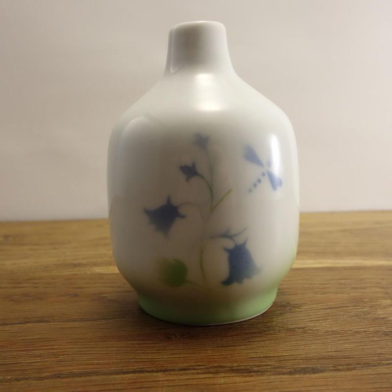 磁器の花瓶 青い花