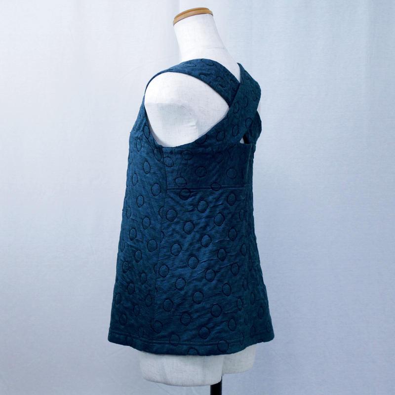 【バッククロスシリーズ】立体水玉柄のノースリーブカットソー (ブルー) D51