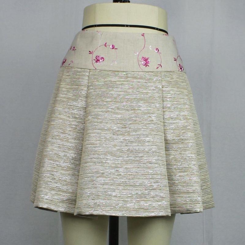 【帯ボトムスシリーズ】ヒップハングのソフトプリーツスカート 本体:ラメ糸混ツイード (ベージュ) J27