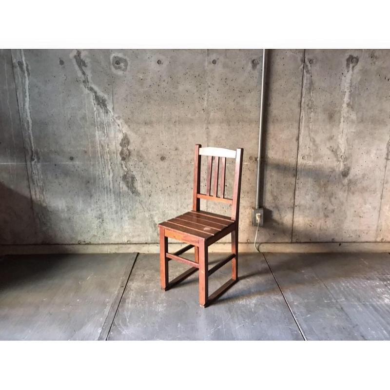 小ぶりな椅子