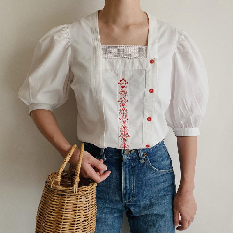 Euro Vintage Flower Embroidery  Puff Sleeve Blouse