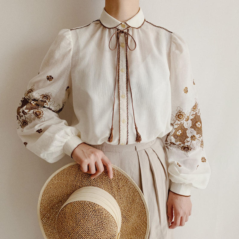 Euro Vintage Flower Embroidery Blouse With Ribbon