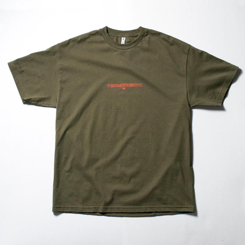 DOGEAR RECORDS tee  (Khaki × Orange)