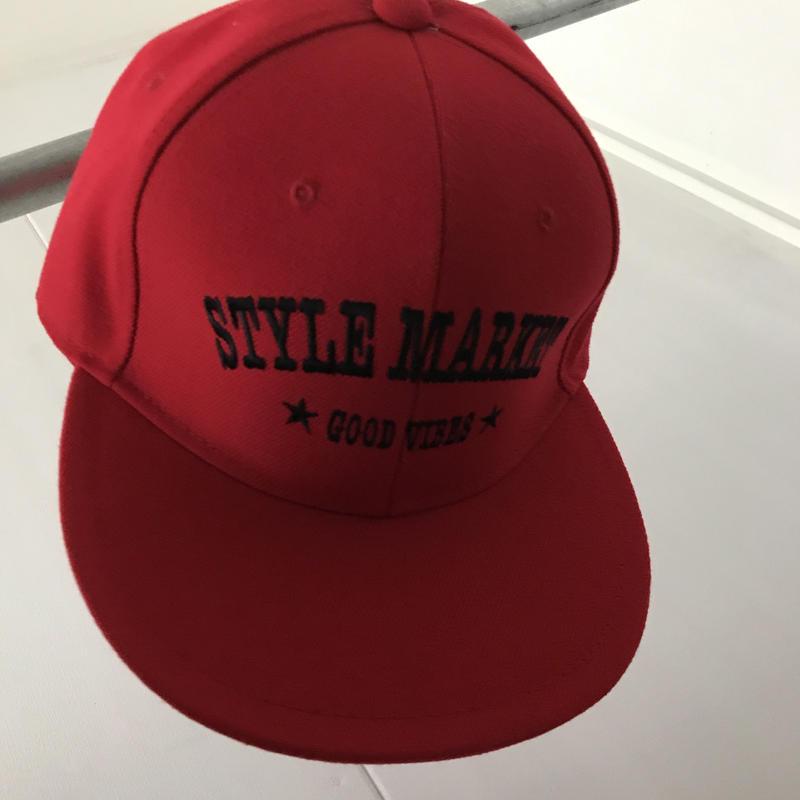 RED CAP/BLACK