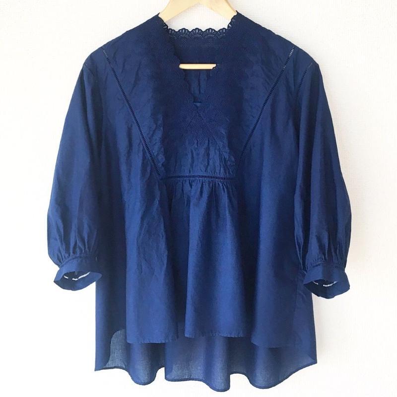 indigo-dyed v-neck blouse / 03-8108004