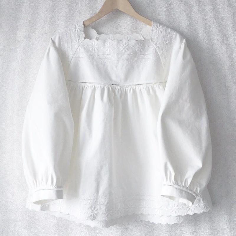 square neck blouse / 03-7408001