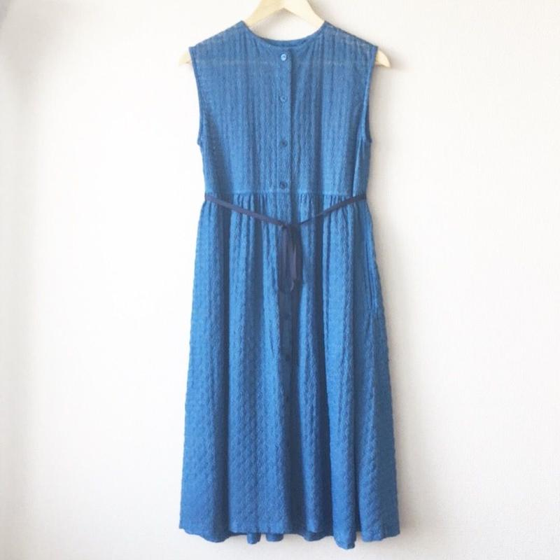 indigo-dyed sleeveless gathered op / 03-8105001