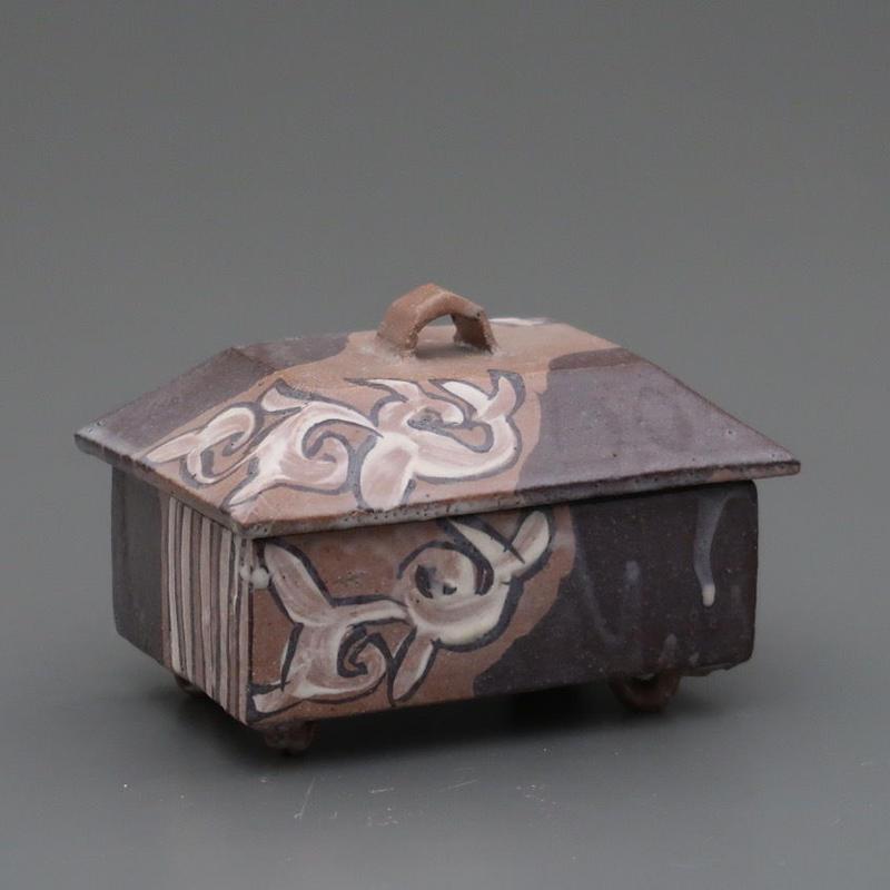 No.108:MASHIKO Brushwork KARAKUSA Box「益子刷毛唐草陶匣」