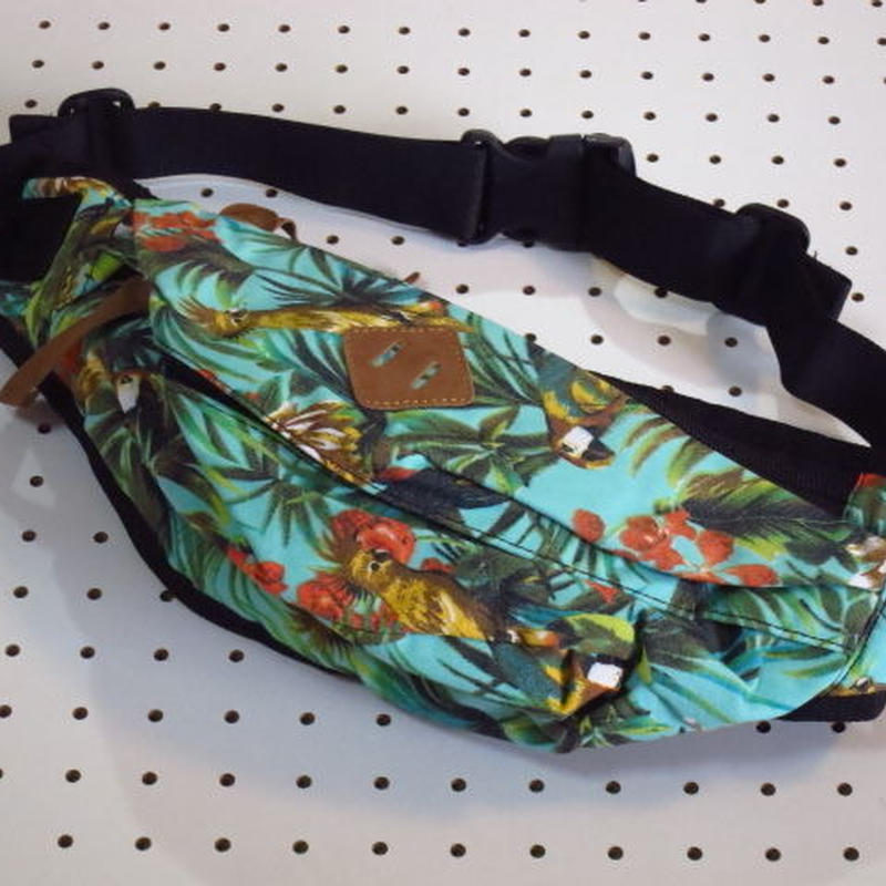 ボディバッグ 総柄 水色系 花柄 植物柄 カラフル模様 ウエストバッグ ショルダーバッグ ボディーバッグ サイクリングバッグ 通販 販売