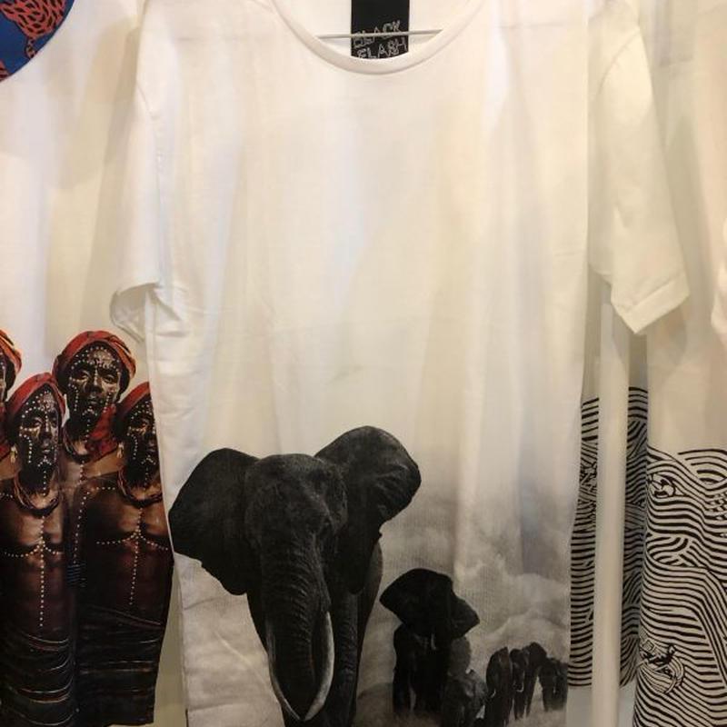 アフリカゾウ 象 フォト Tシャツ 白 Mサイズ Lサイズ【ARAINA】バックプリント elephant メンズ 丸首 クルーネック