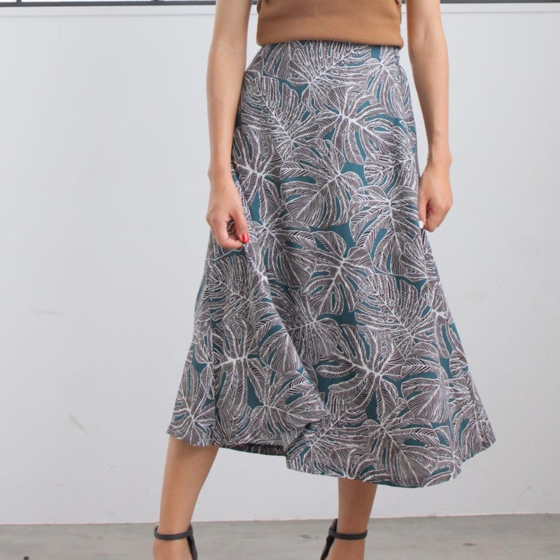 リーフ柄スカート