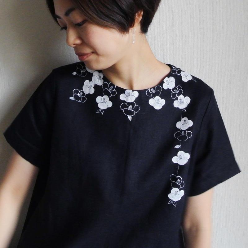 リネン・半袖ワンピース 紺<白椿>