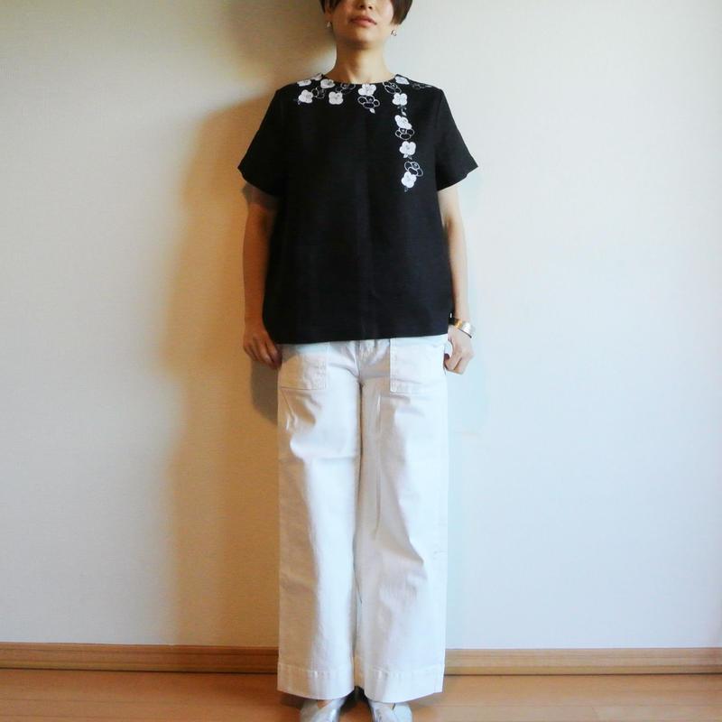 リネン・半袖ブラウス 黒<白椿>